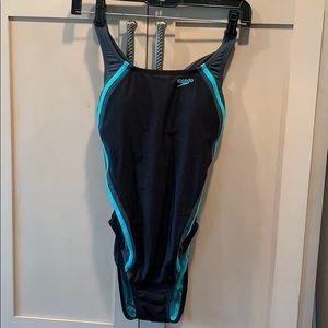 💐5/25 Speedo hydro bra one love swim suit tear